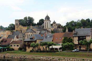 Montignac village