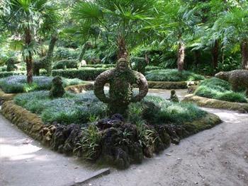 topiary gorilla