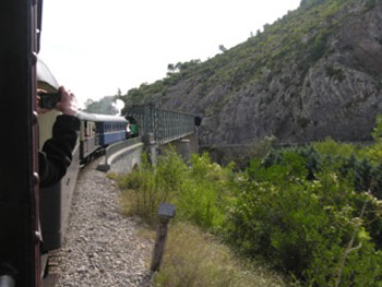 train entering tunnel d'Anduze
