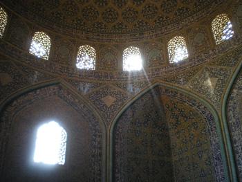 Inside Shekh Lotfollah mosque