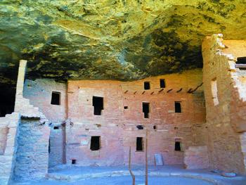 Anasazi cliff dwelling details