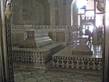 Sarcophagi of Shah Jahan and Mumtaz Mahal