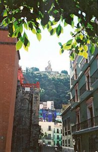 narrow alley in Guanajuato