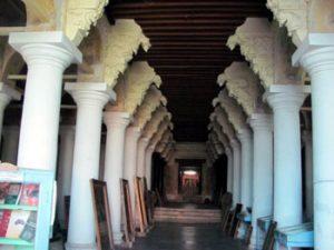 columns inside Ramanathapuram palace