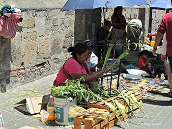 Tlaquepacque street artisan weaving