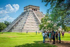 Chhichen Itza pyramid