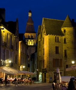 sarlat main square at night