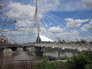 Riel Esplanade pedestrian bridge