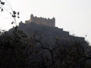 looking up at Fort Kumbhalgarh