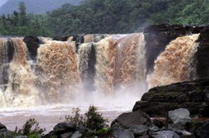 waterfalls in Saputara