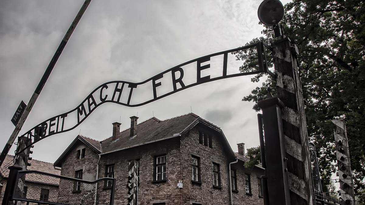 Arbect Macht Fret sign at Auschwitz entrance
