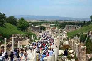 tourists crowd among Ephisus ruins