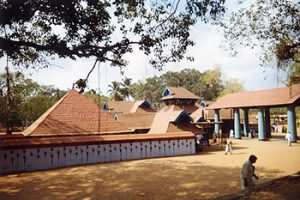 Shiva temple at Thirvanchikulam