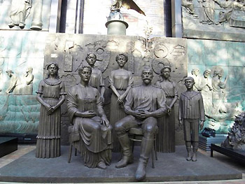 Tsereteli sculpture of family group
