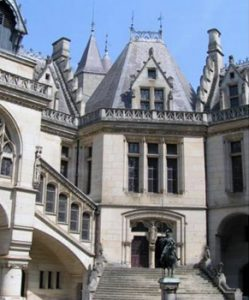 Pierrefonds castle courtyard