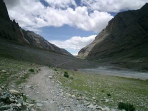 the rugged path towards Mount Kailash