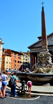 Fountain in Piazza della Rotunda
