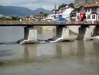 bridge connecting Amasya