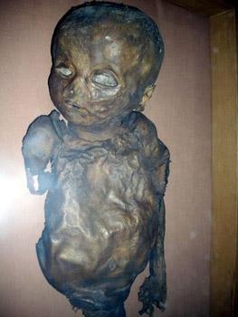 blue eyed baby mummy