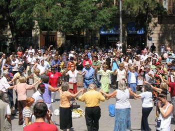 dancing in Barcelona street