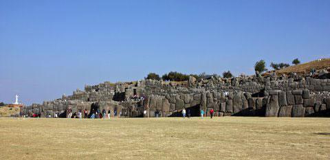 Cyclopian walls of Sascayhuaman