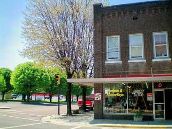 quilt block star on Dayton Tennessee storefront