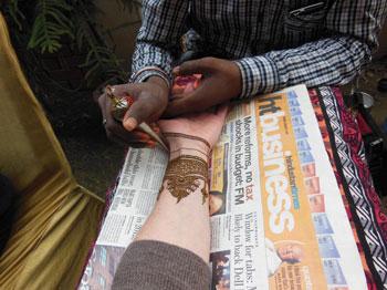 applying henna (menhdi)