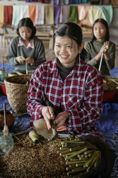 women making cigars