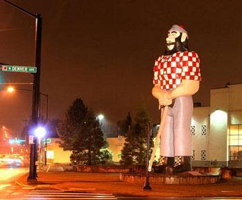 statue of Paul Bunyan
