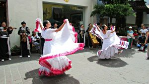 Tlaquepacque mariachis and dancers