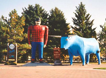 statues of Paul Bunyan and Babe the ox