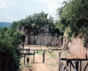overview of entrance to Mieza Nympheum