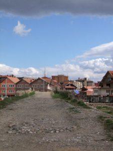 road leading into Vushtrri town