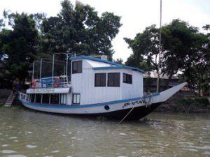guide boat Riposhi