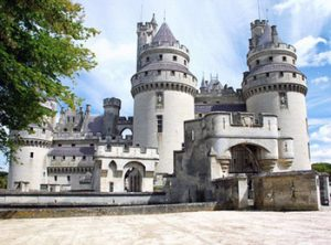 full view of Pierrefonds castle