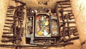 bones and royal treasures in Royal Tombs of Sipán Museum