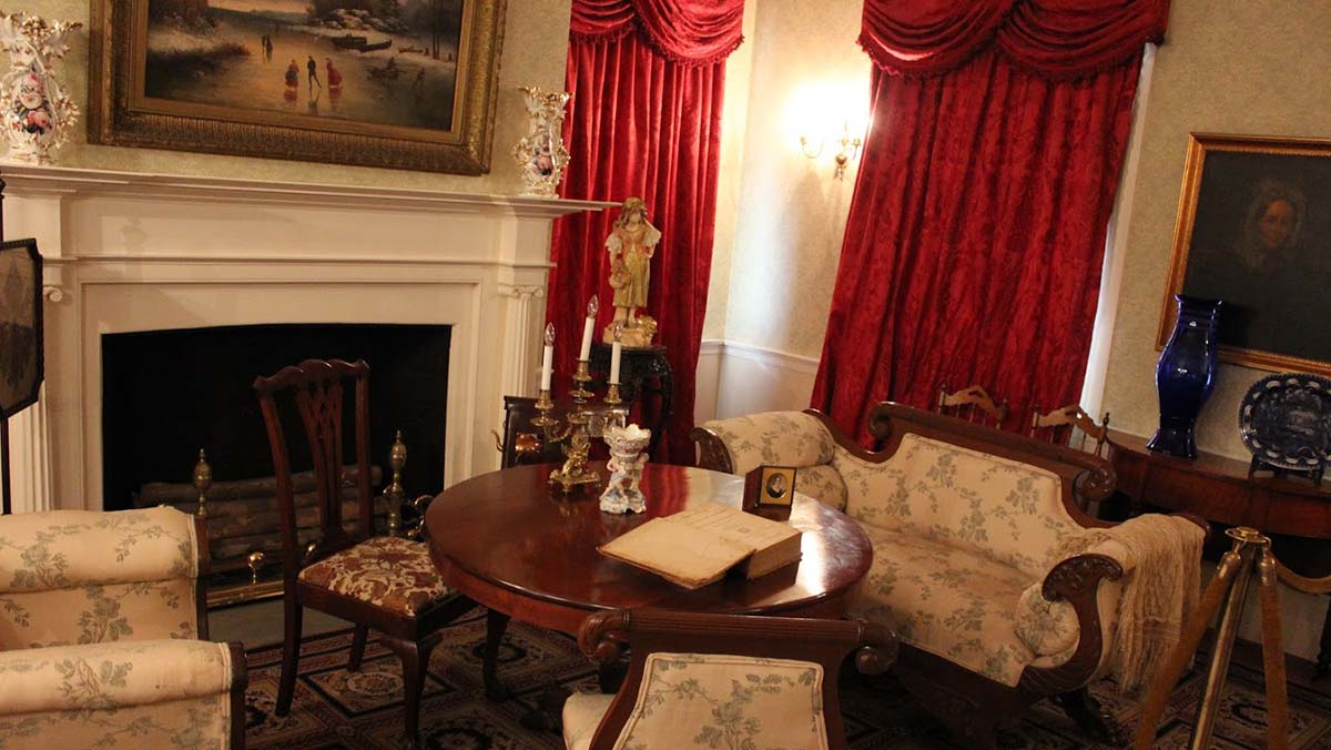 parlor in Mary Todd Lincoln home